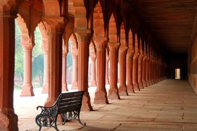 Taj Mahal+2/3 di stop per cogliere tutti i dettagli del colìonnato e per dare la sensazione del sole che entra da sinistra
