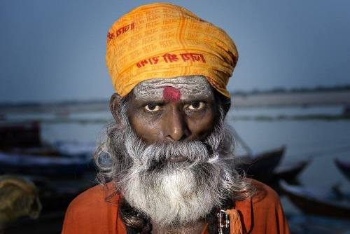 Saddhu a Man Mandir Ghat, Varanasi. In questo ritratto ritrovo molto del mio stile personale, che è il prodotto della tecnica, della mia sensibilità e dell'influenza di chi si ammira