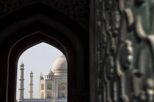 Tecnica e composizione per superare la pigrizia di fotografare il Taj Mahal come in milioni di altri scatti.