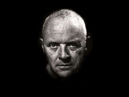 Ritratto low key di Anthony Hopkins - Helmut Newton